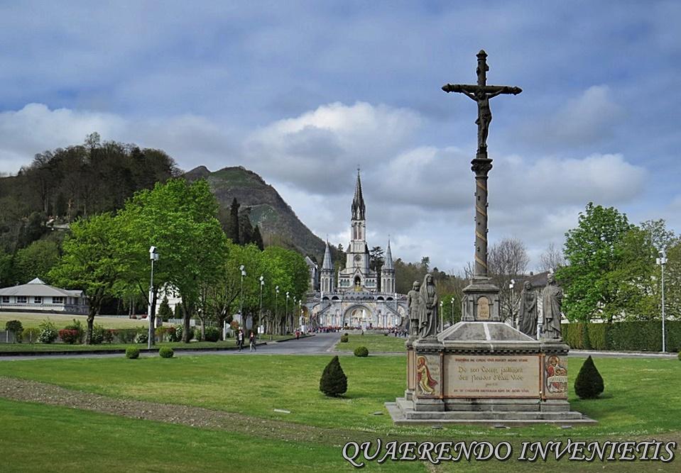 La Virgen y el Demonio se aparecieron en Lourdes…