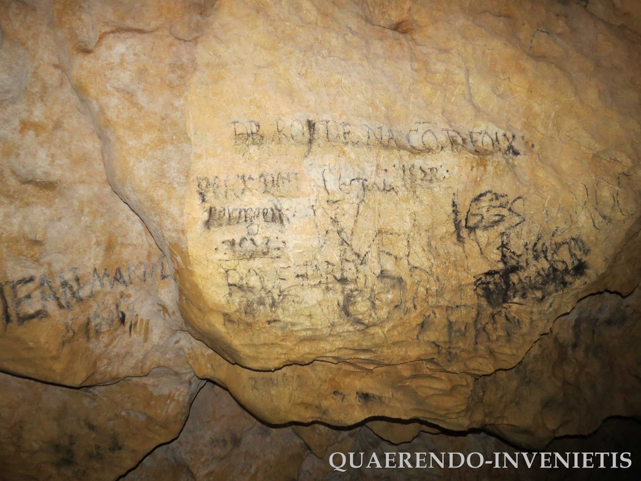 La cueva podría haber sido utilizada en tiempos remotos como templo solar y  según cuenta Josep Guijarro en su libro El Tesoro Oculto de los Templarios,  ...